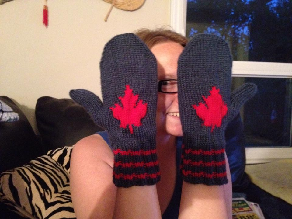 maple-leaf-mittens-2